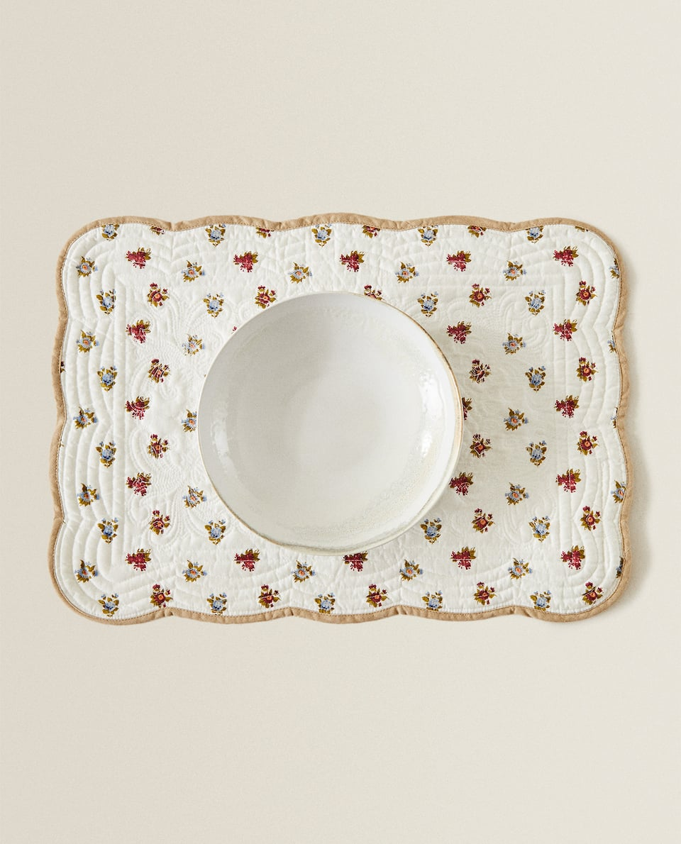QUILTED FLORAL PLACEMAT