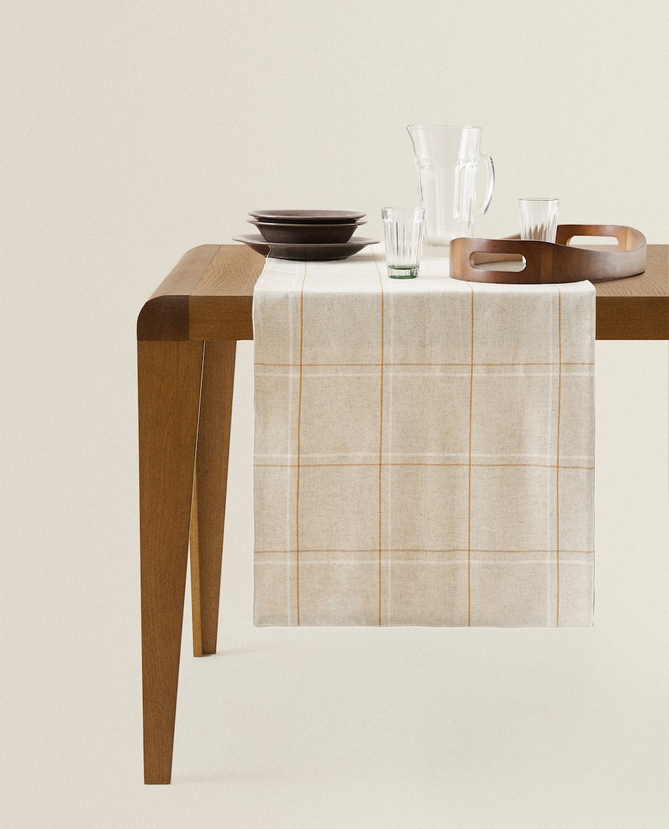 CHECKED TABLE RUNNER