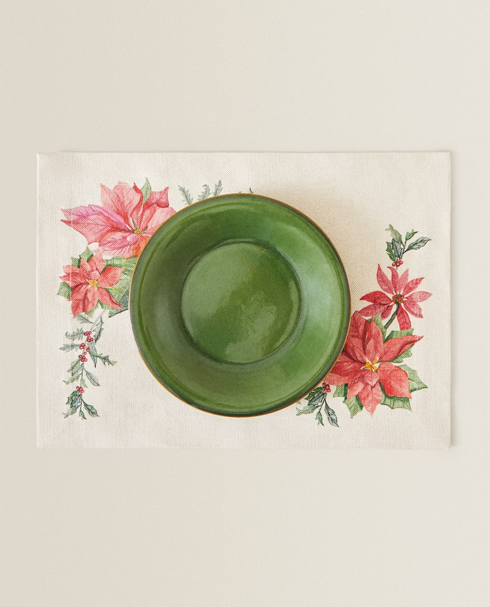 CHRISTMAS PLACEMAT WITH MISTLETOE DESIGN