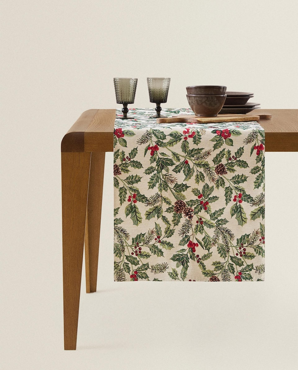 HOLLY CHRISTMAS TABLE RUNNER