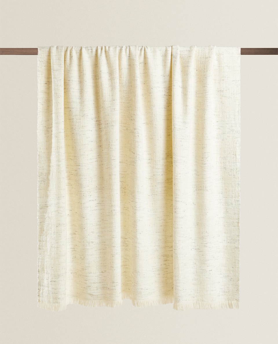 LIGHTWEIGHT BLANKET WITH FRINGING
