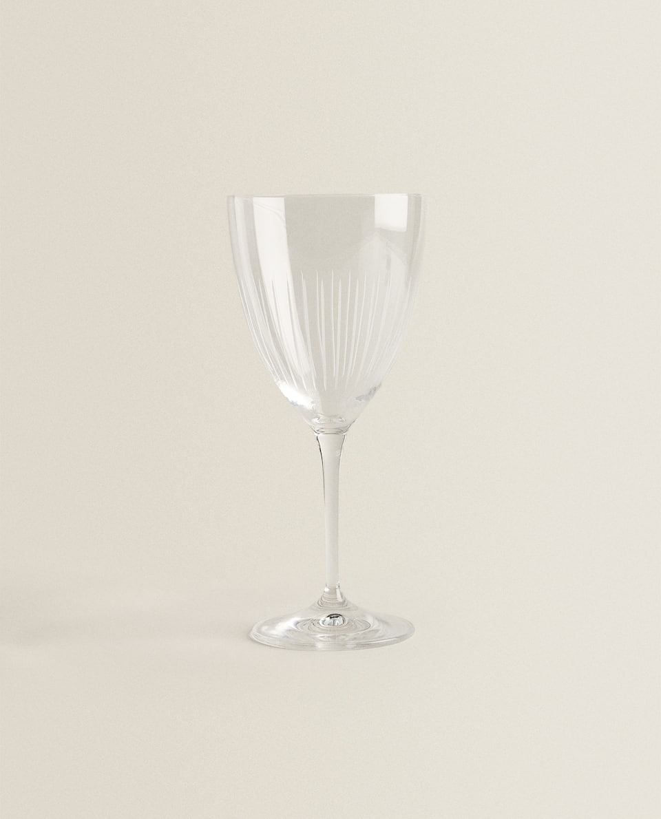 WINE GLASS WITH ENGRAVED LINES