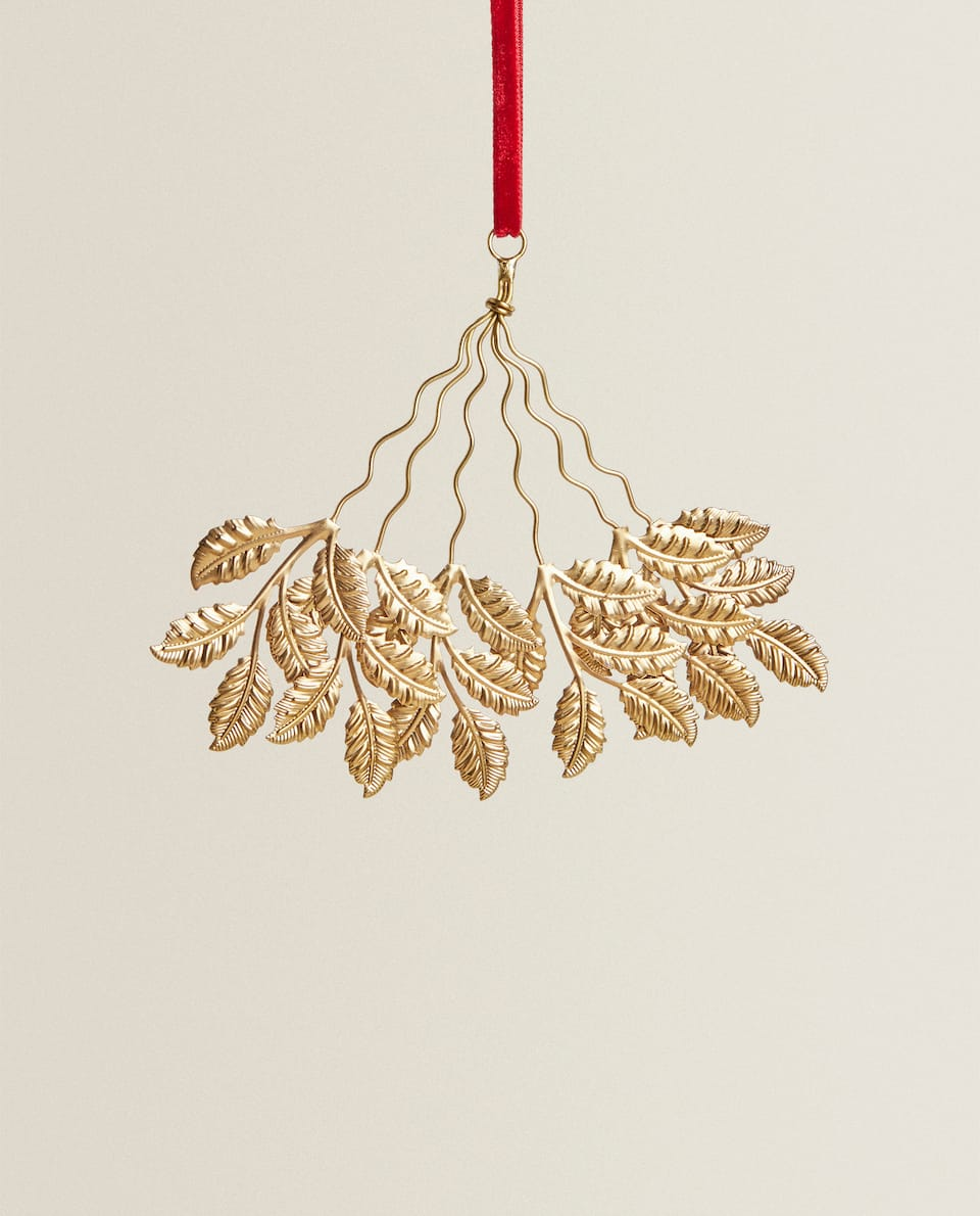 GOLD-TONED LEAF PENDANT