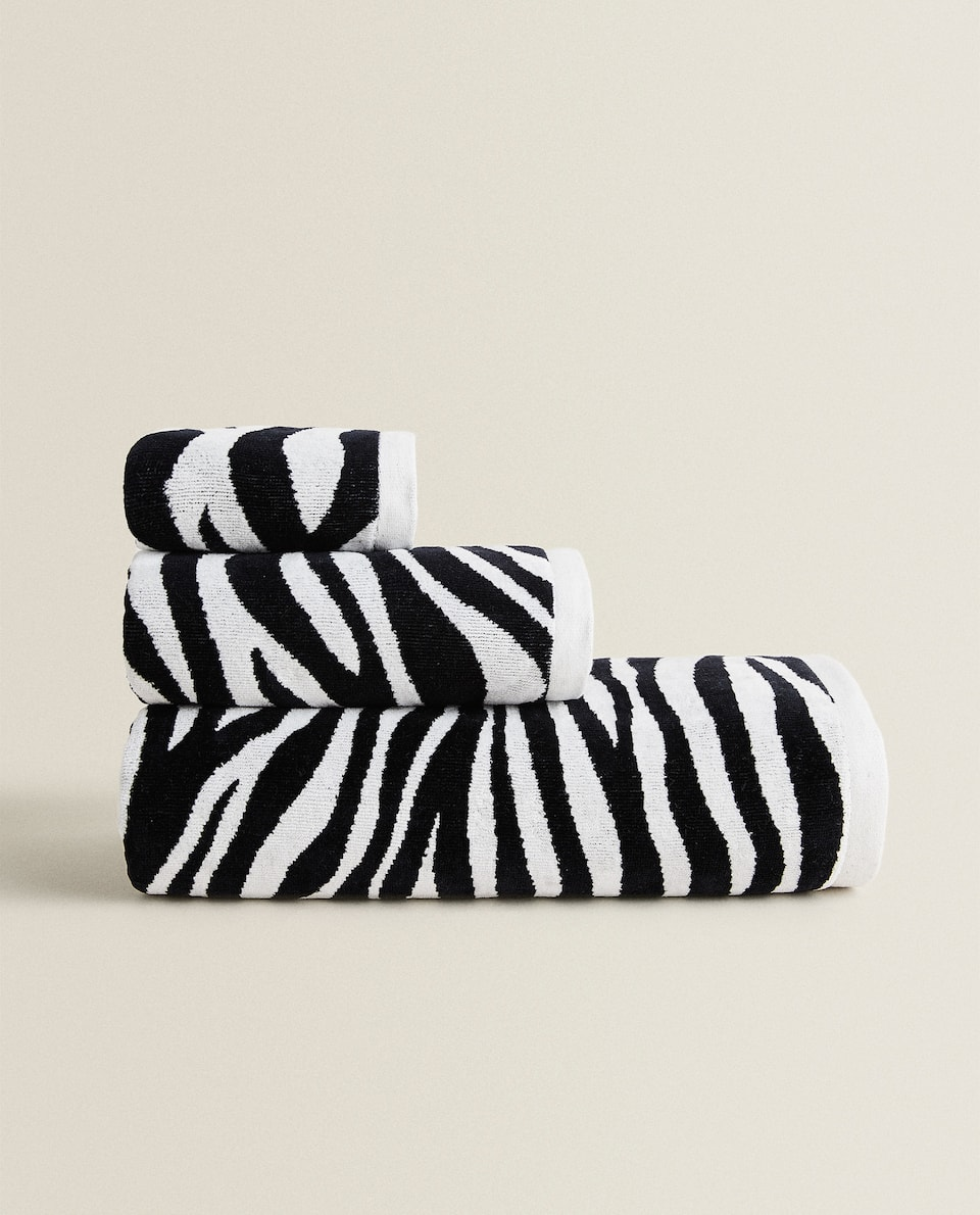 COTTON TOWEL WITH ZEBRA JACQUARD