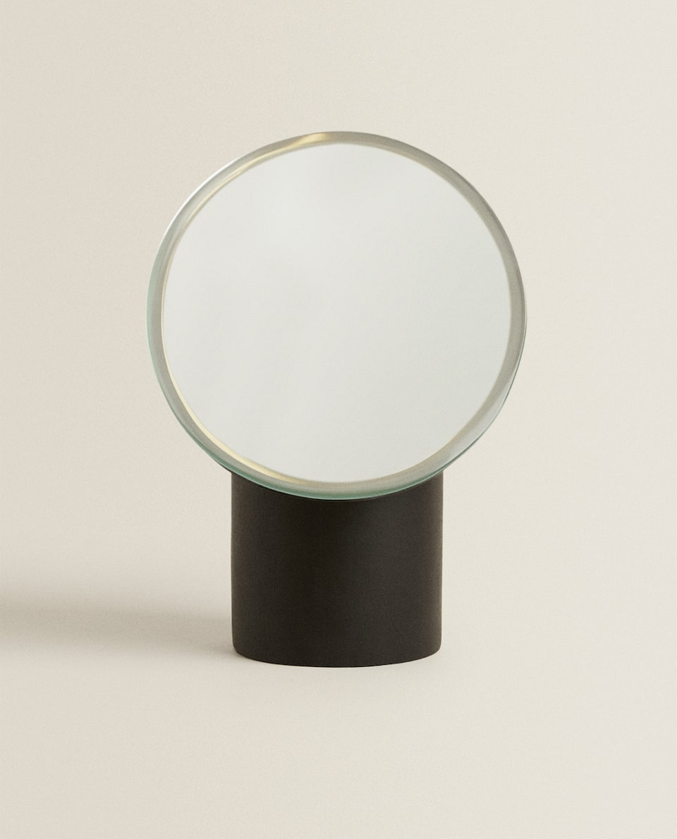 MIRROR WITH WOODEN BASE
