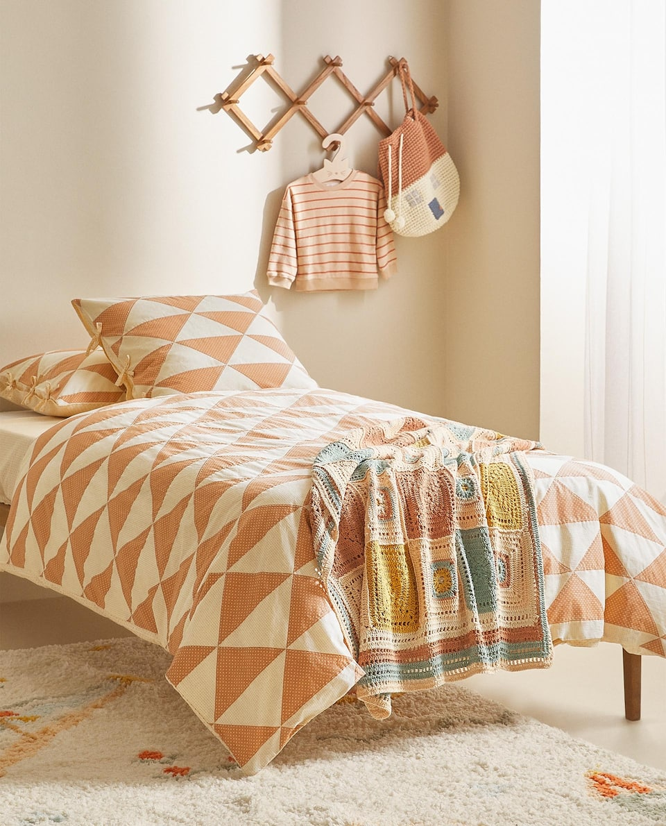 REVERSIBLE TRIANGLE DESIGN DUVET COVER