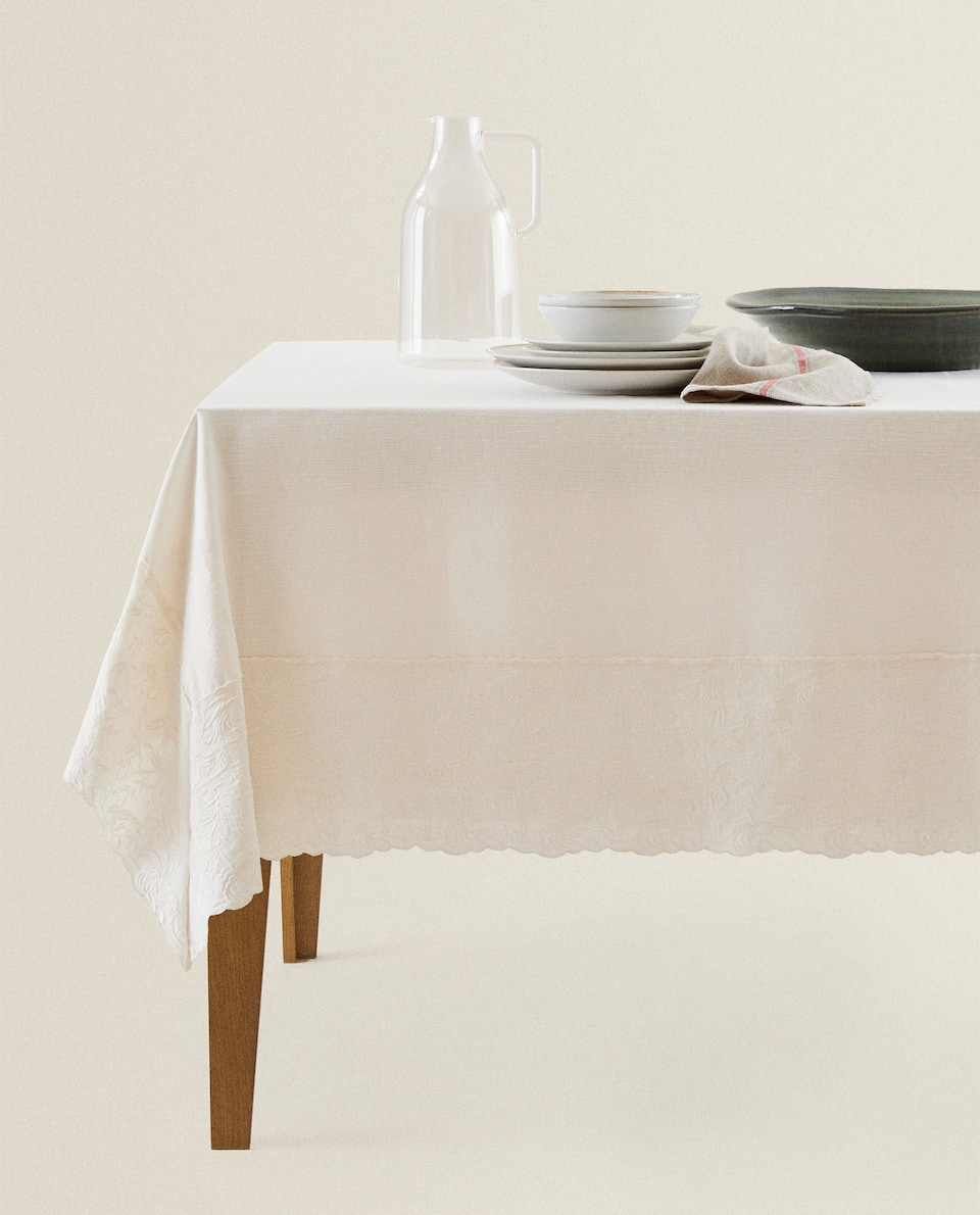 TABLECLOTH WITH EMBROIDERED BORDER