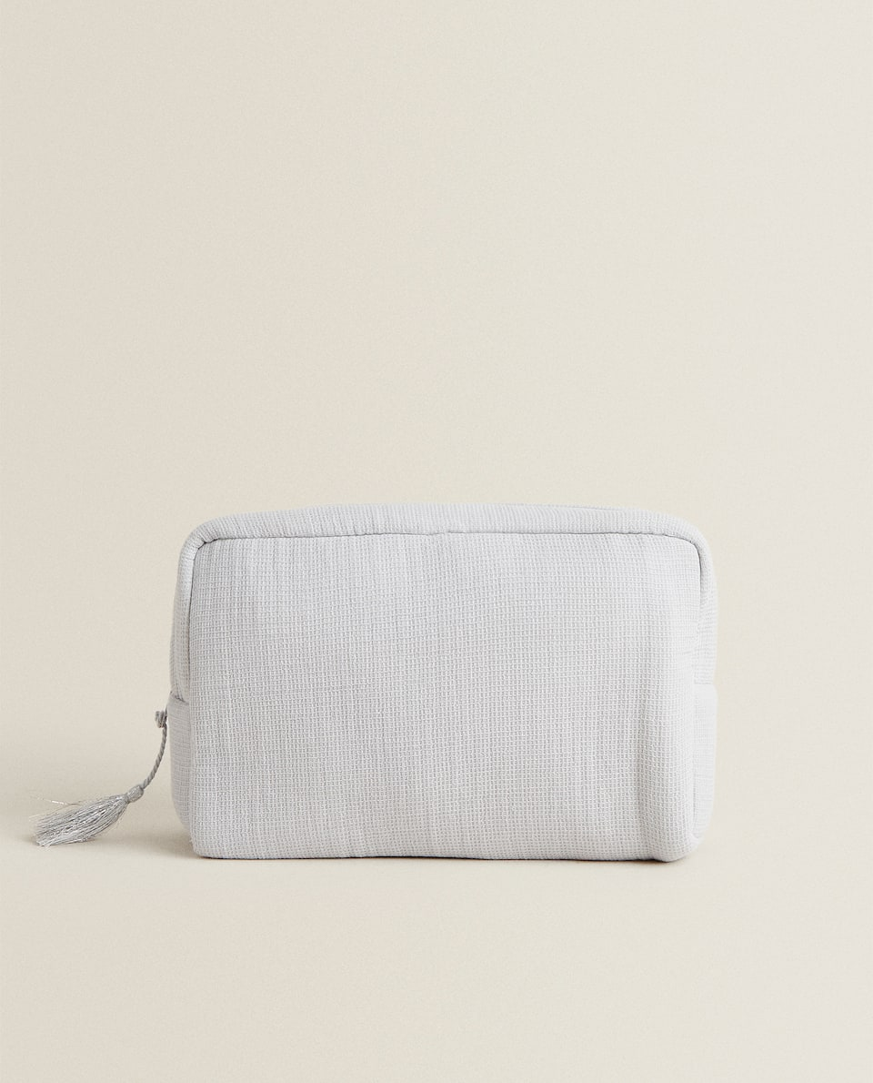 WAFFLE-KNIT TOILETRY BAG