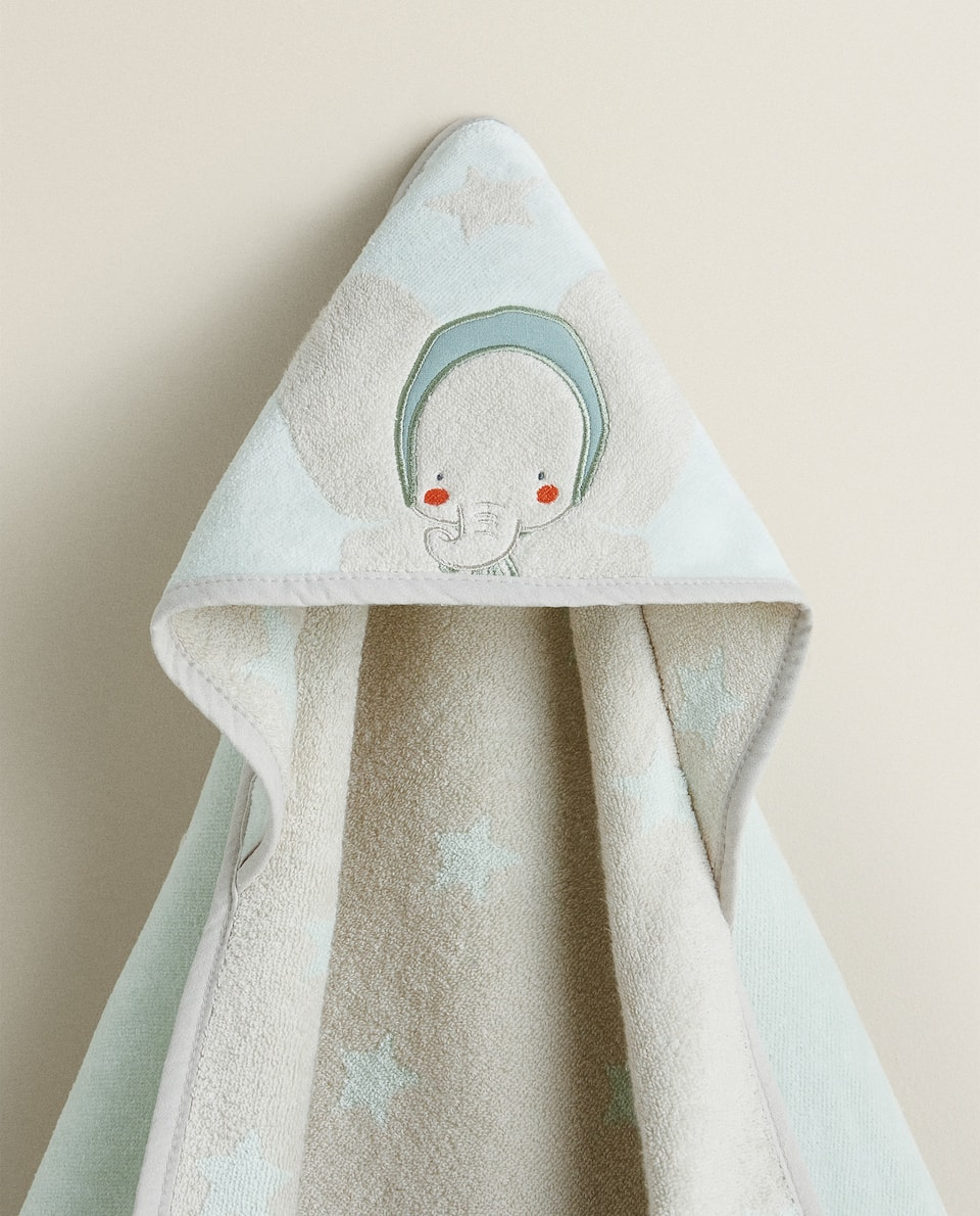 STAR AND ELEPHANT PRINT HOODED TOWEL