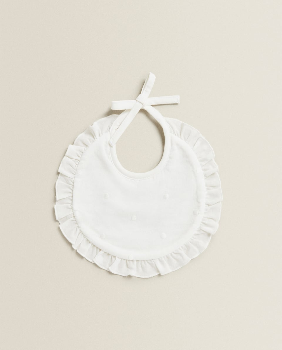 ROUND BIB WITH RUFFLE TRIM