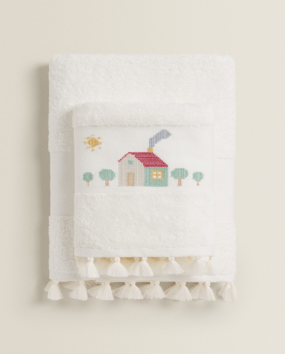EMBROIDERED TOWEL WITH LITTLE HOUSES