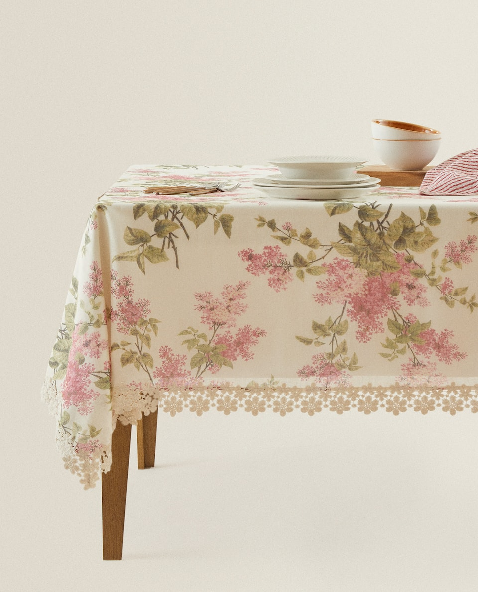 FLORAL TABLECLOTH WITH LACE TRIM