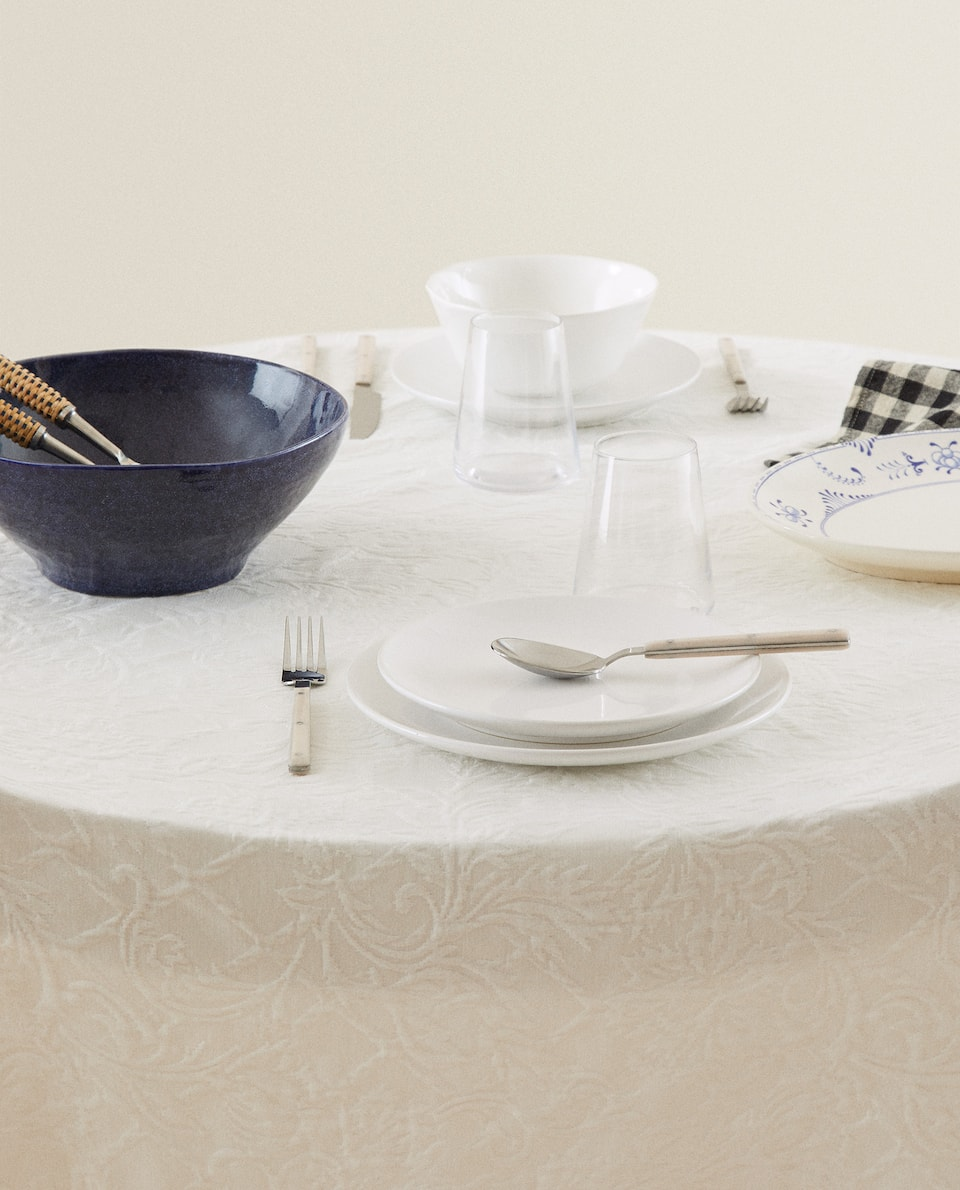 ROUND JACQUARD TABLECLOTH