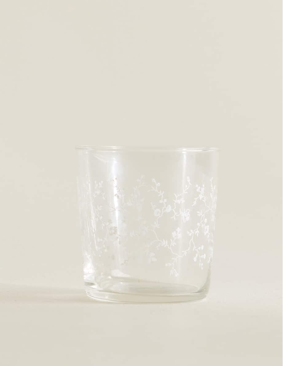 TUMBLER WITH WHITE FLOWERS