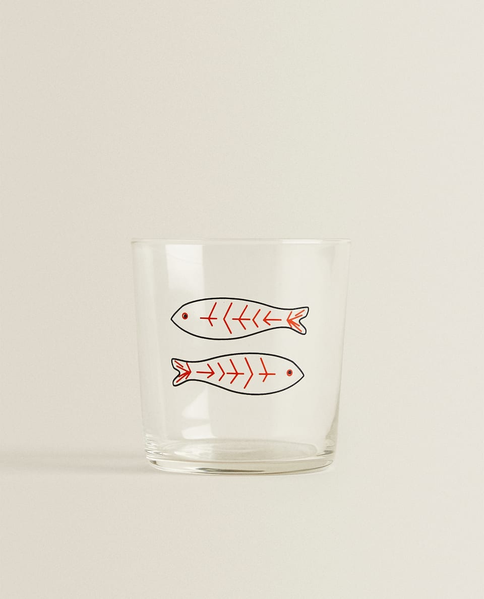 TUMBLER WITH FISH TRANSFER DESIGN