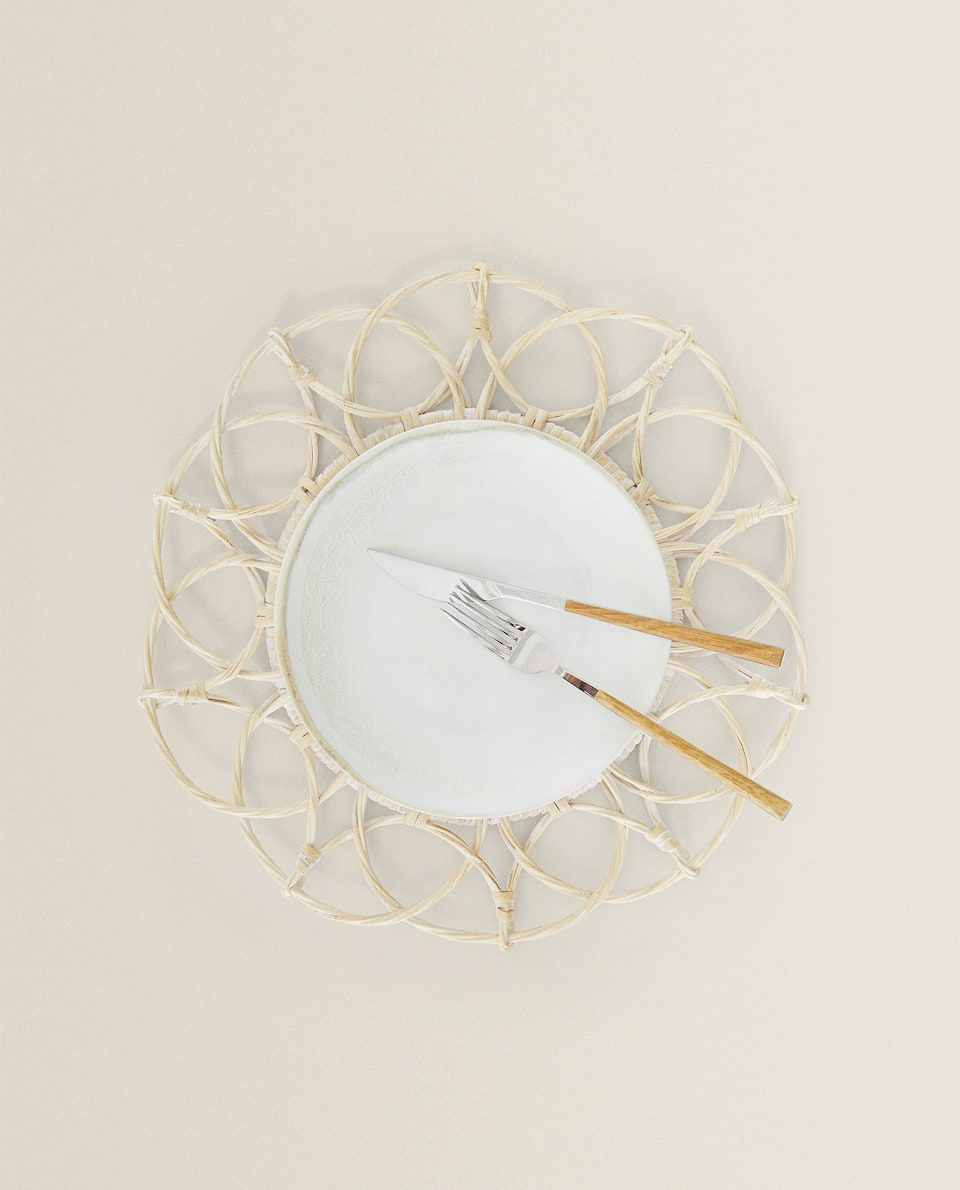 RATTAN PLACEMAT WITH BORDER DETAIL