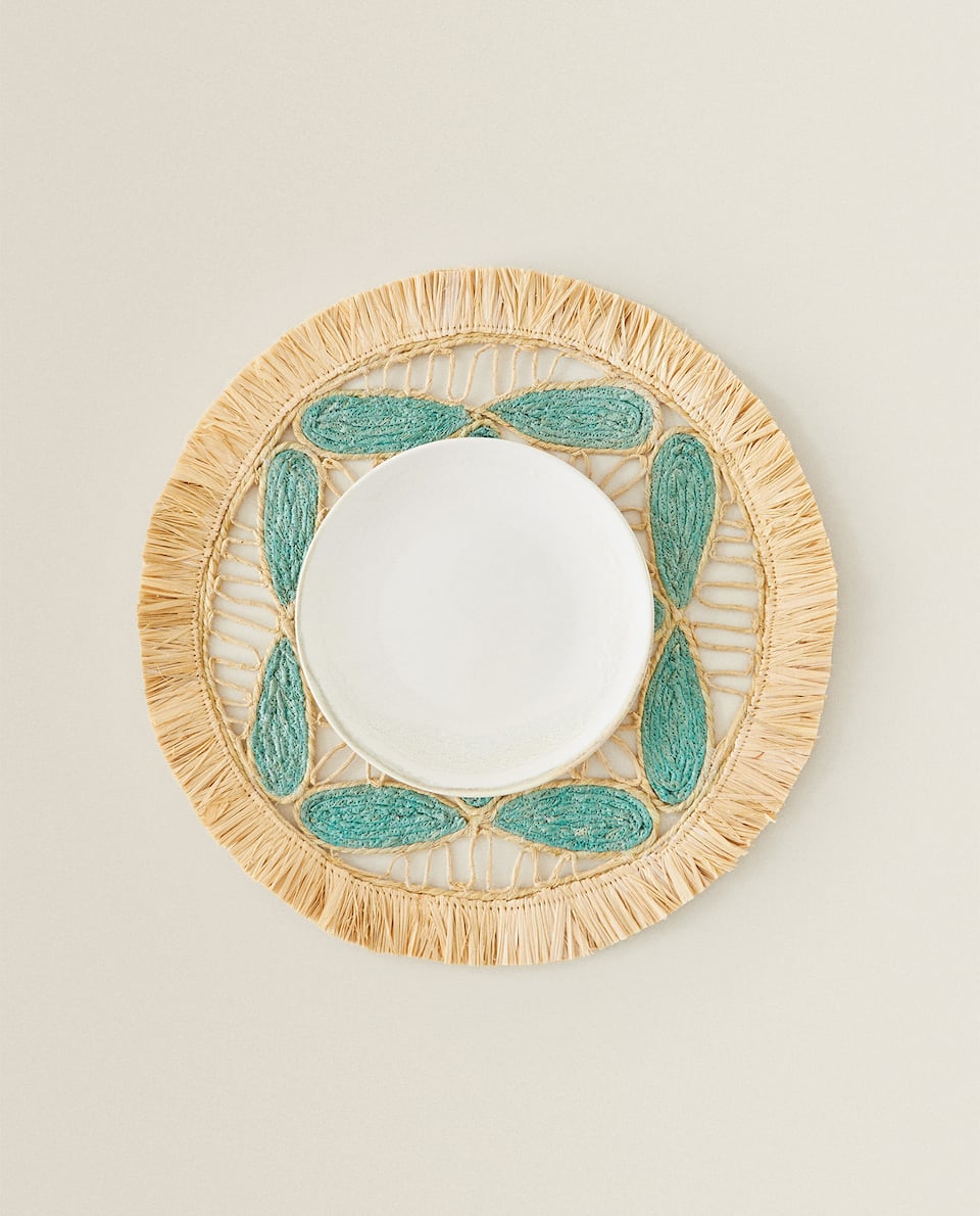 WOVEN RAFFIA PLACEMAT WITH FRINGING