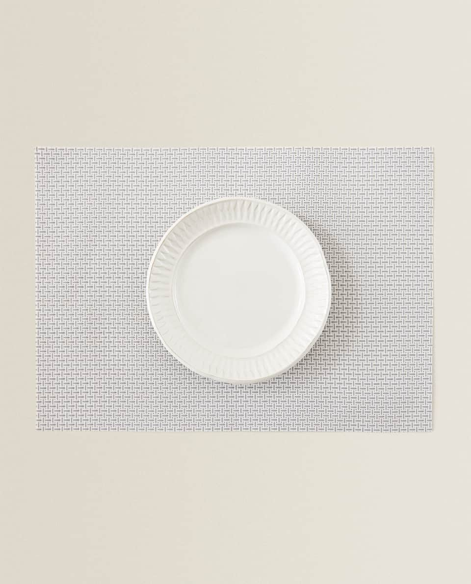 SET DE TABLE PLASTIQUE BASIQUE (LOT DE 2)