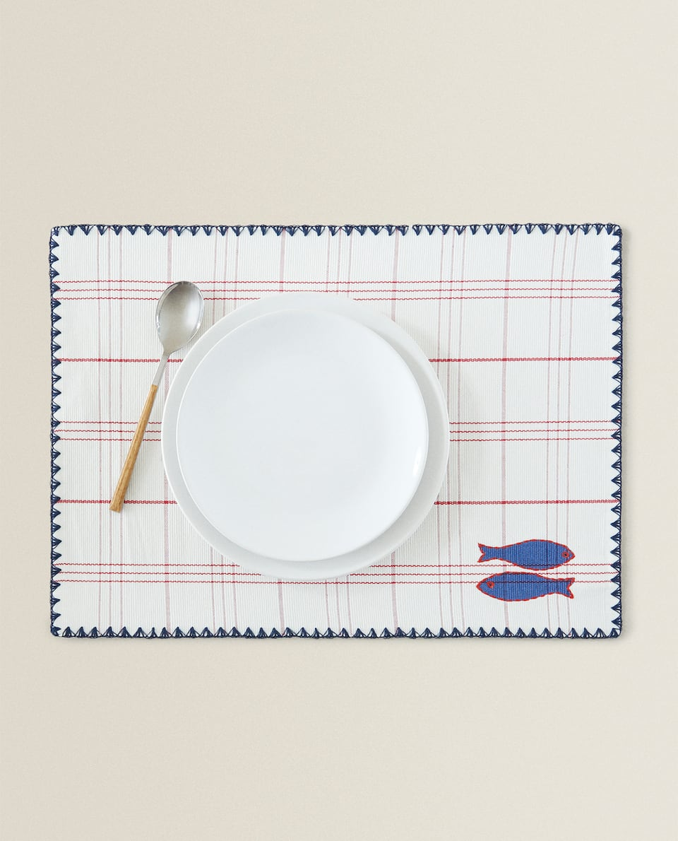 PLACEMAT WITH FISH DETAIL