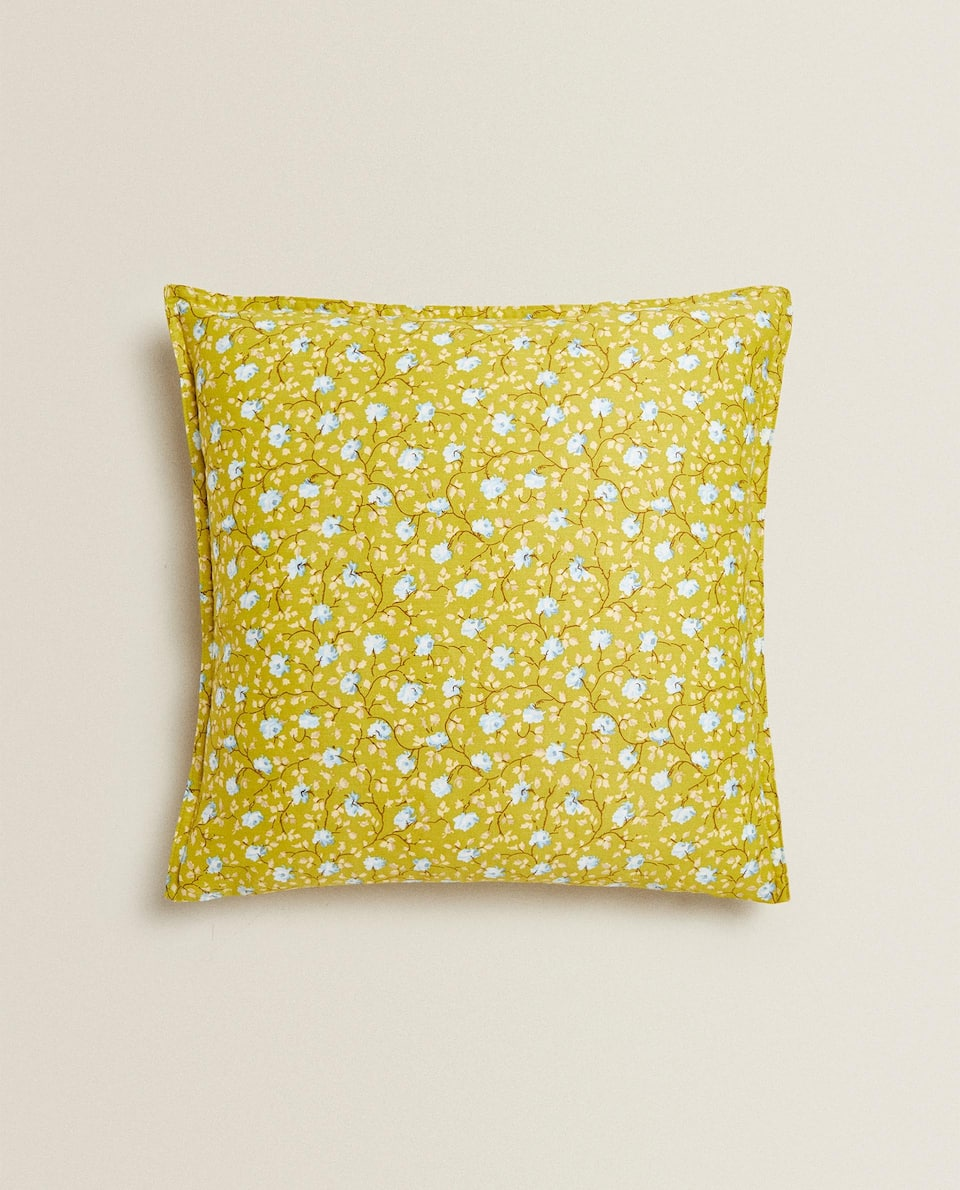 CUSHION COVER WITH A SMALL FLORAL PRINT