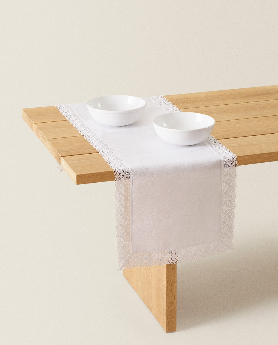 LACE-TRIMMED LINEN AND COTTON TABLE RUNNER