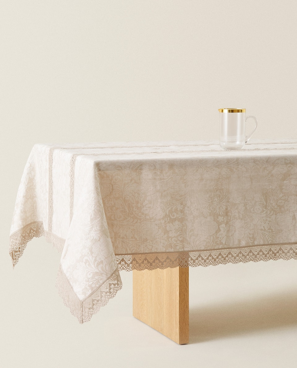 LACE-TRIMMED LINEN TABLECLOTH