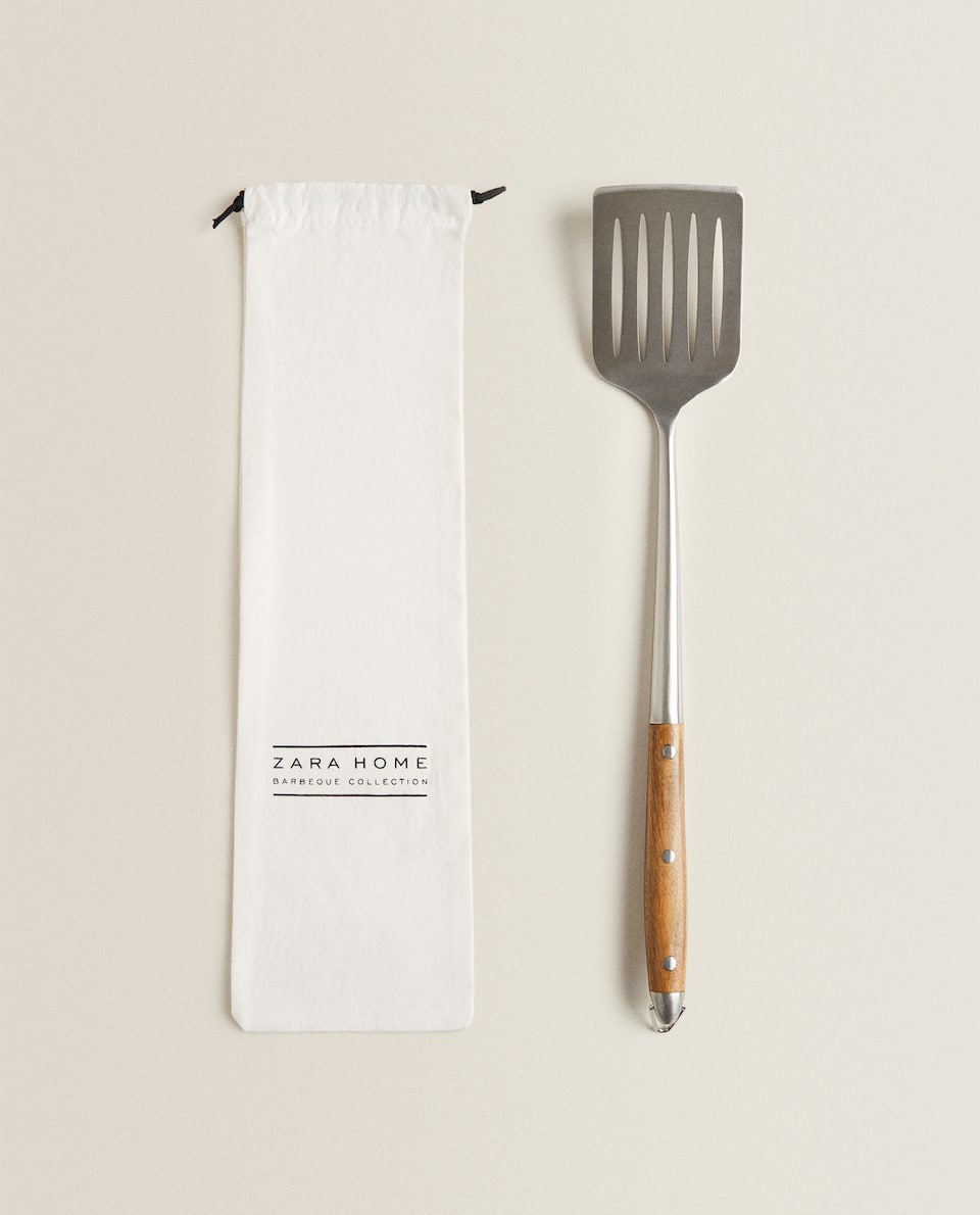 FORGED METAL SPATULA WITH WOODEN HANDLE