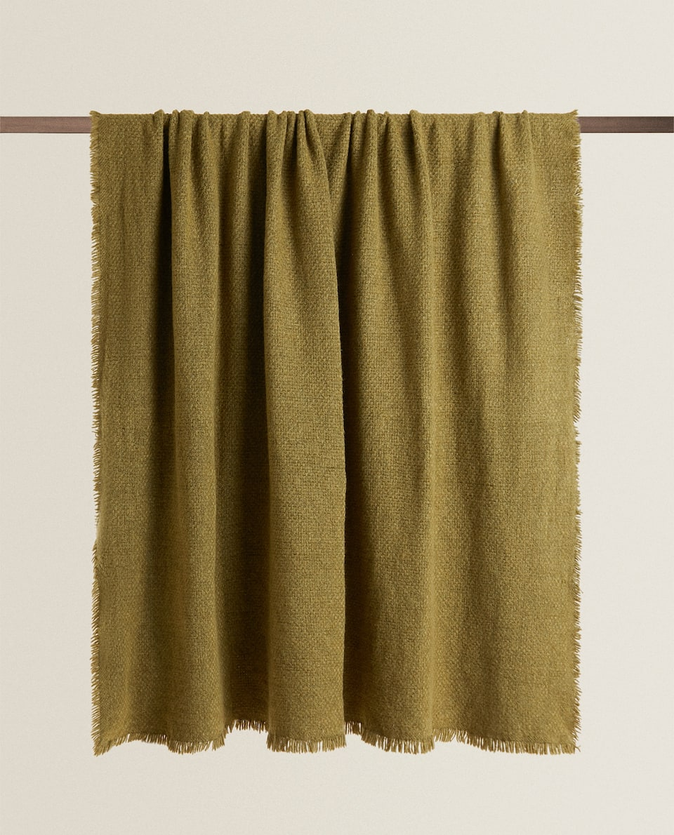 LIGHTWEIGHT BLANKET WITH FRAYED TRIM