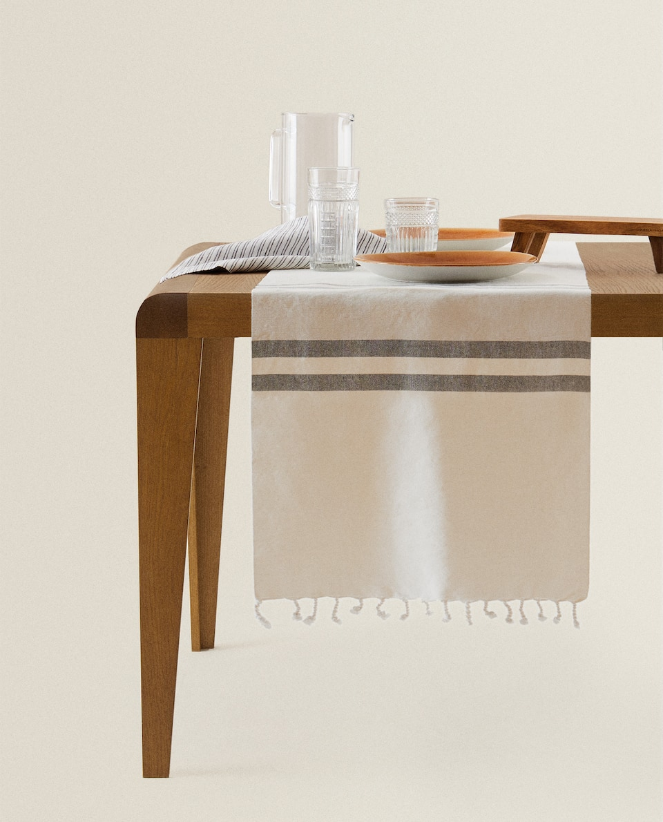 STRIPED COTTON TABLE RUNNER WITH FRINGE
