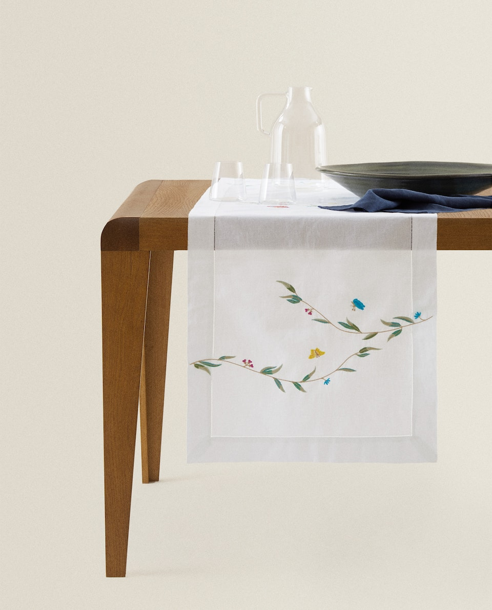 EMBROIDERED RAMIE TABLE RUNNER
