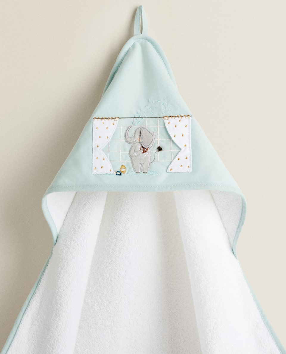 HOODED TOWEL WITH ELEPHANT PRINT