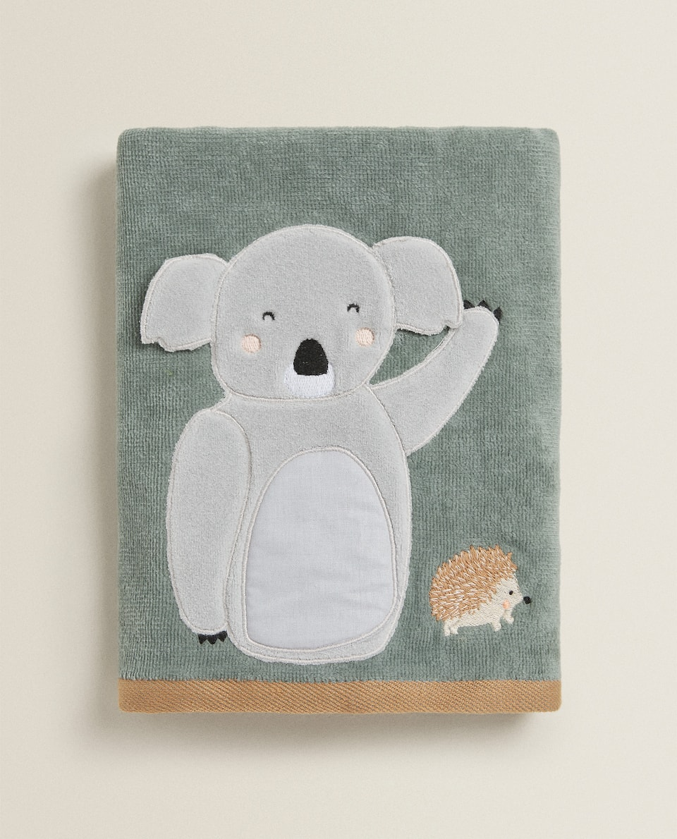 TOWEL WITH KOALA APPLIQUÉ