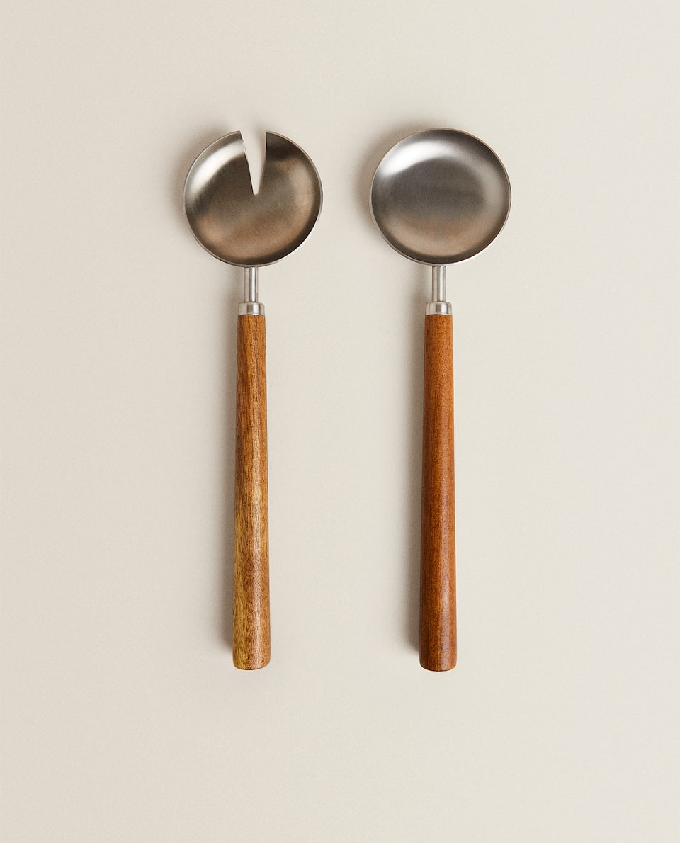 METAL SERVERS WITH WOODEN HANDLE (SET OF 2)