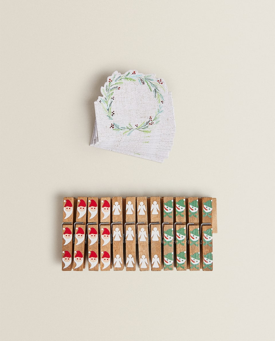 WOODEN CHRISTMAS PEGS (PACK OF 12)