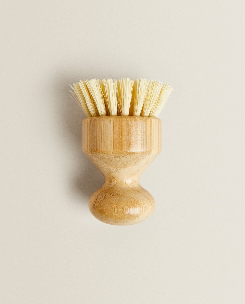 SMALL WOODEN BRUSH