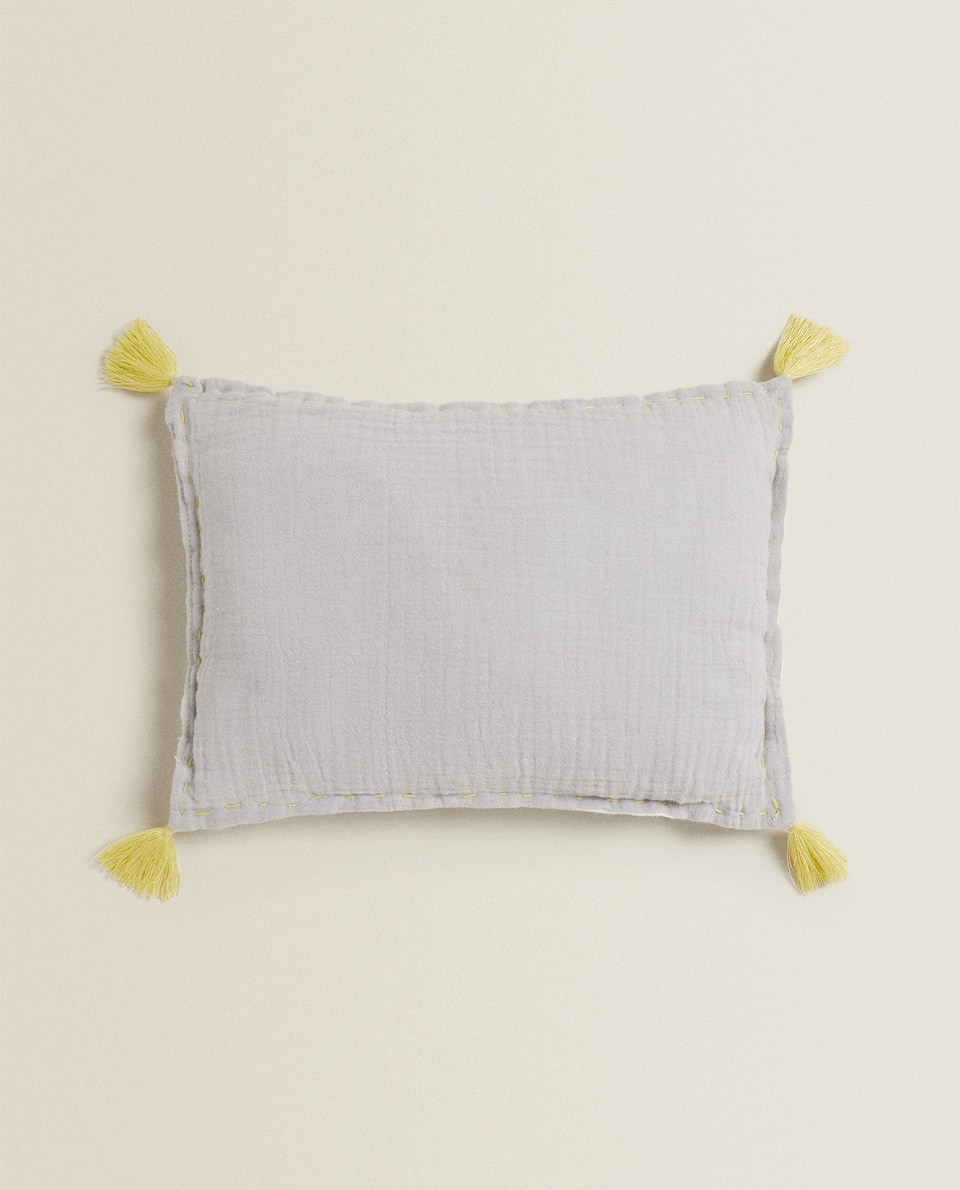 MUSLIN CUSHION WITH TASSELS