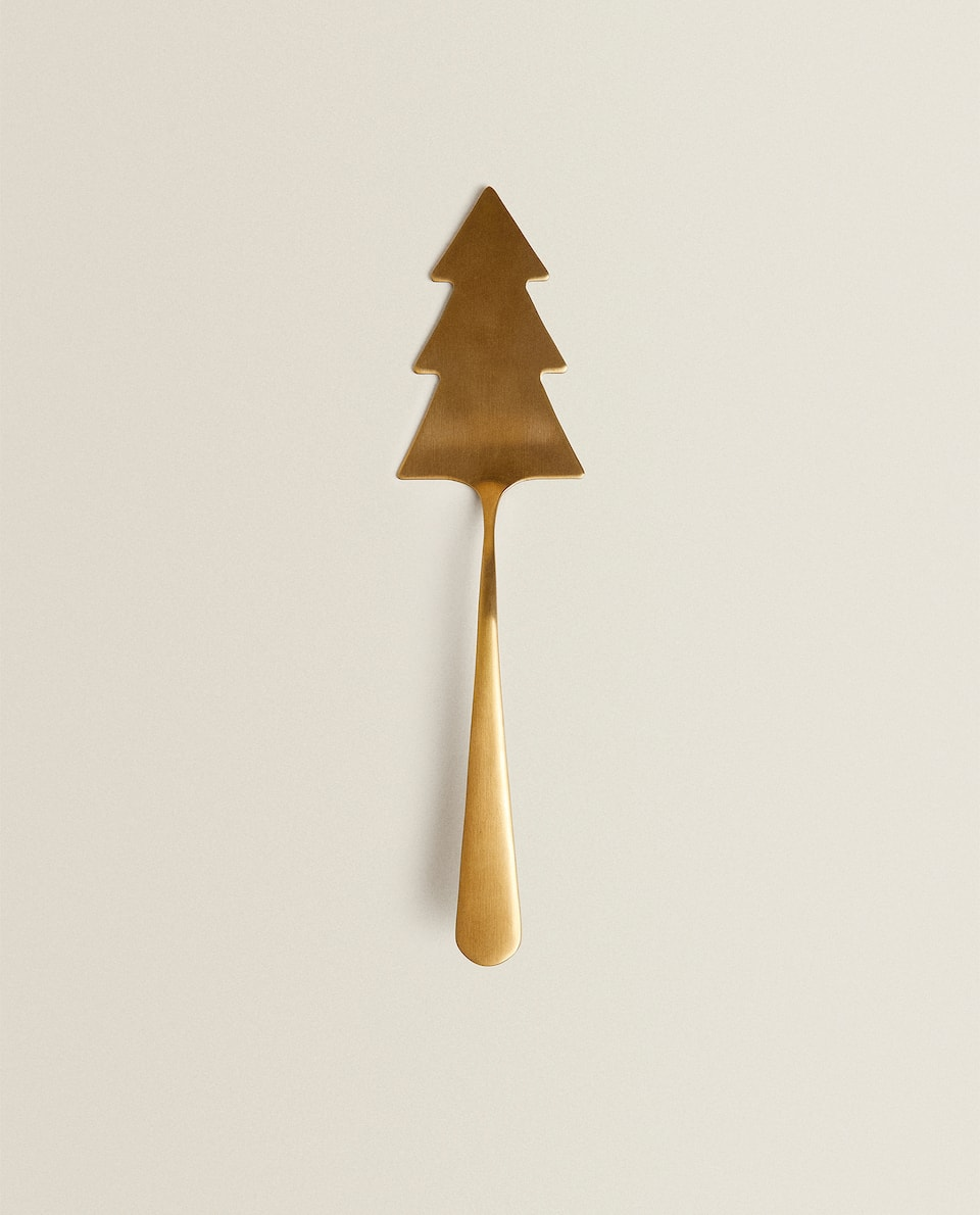 CHRISTMAS TREE-SHAPED CAKE SLICE