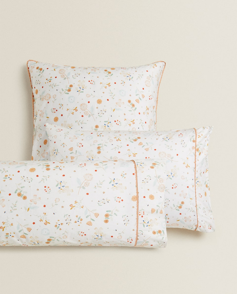 FLORAL PRINT AND LACE TRIM PILLOWCASE