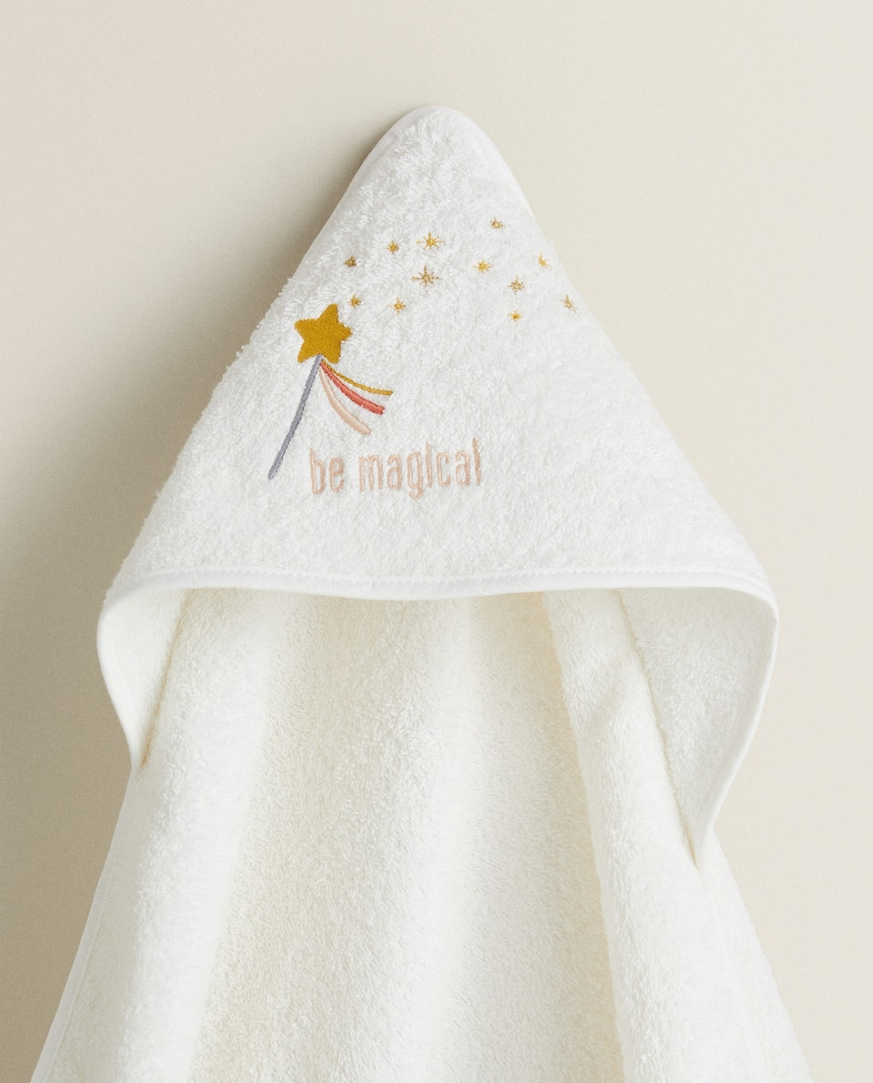 HOODED TOWEL WITH MAGIC WAND EMBROIDERY