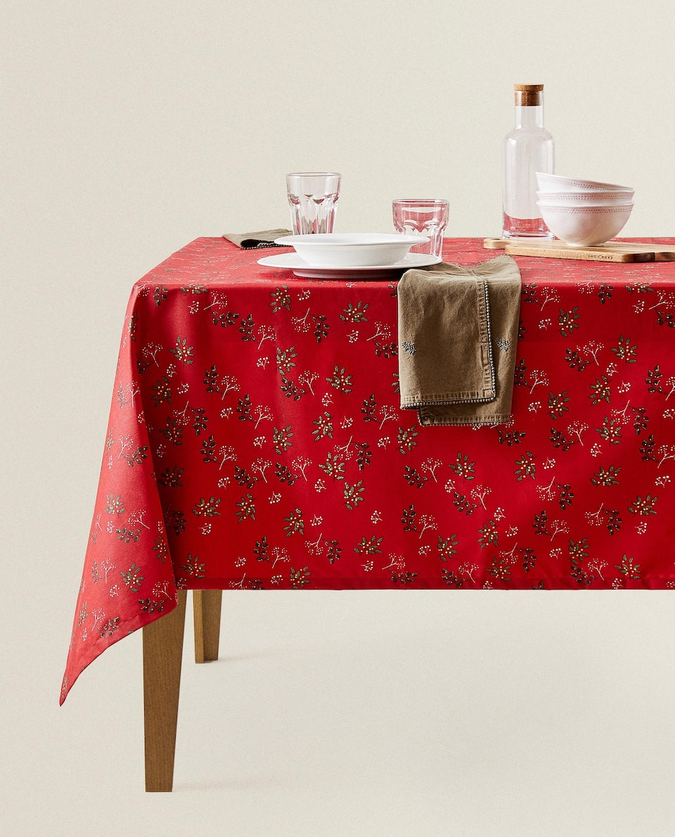 RESIN-COATED HOLLY TABLECLOTH