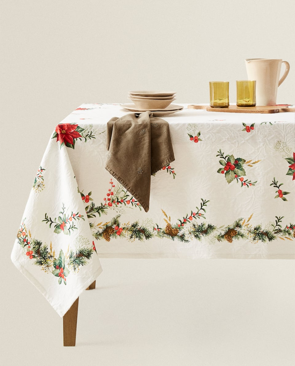 HOLLY-PRINT JACQUARD TABLECLOTH