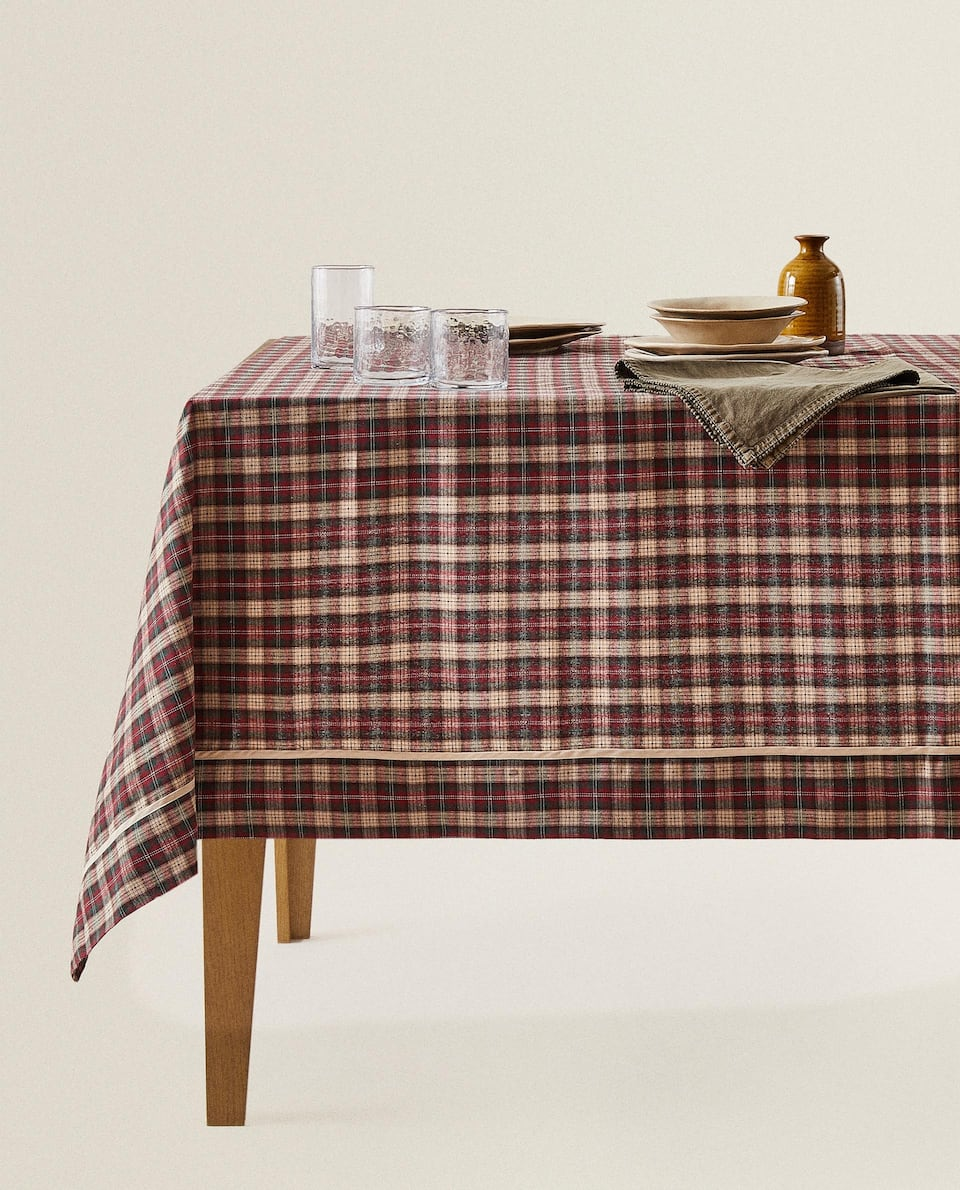 CHECK TABLECLOTH WITH VELVET-EFFECT TRIM