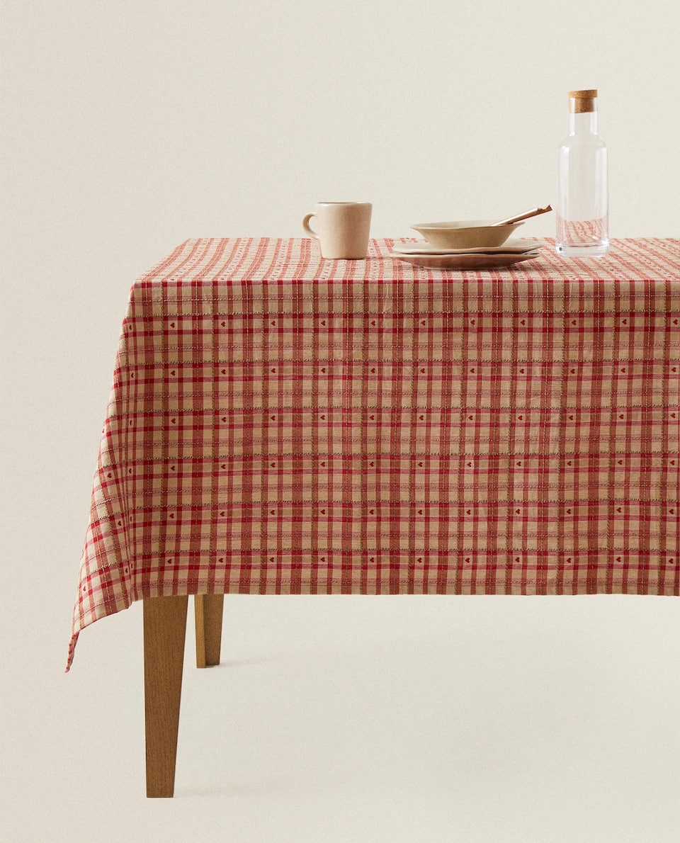 CHECK AND HEART EMBROIDERED TABLECLOTH