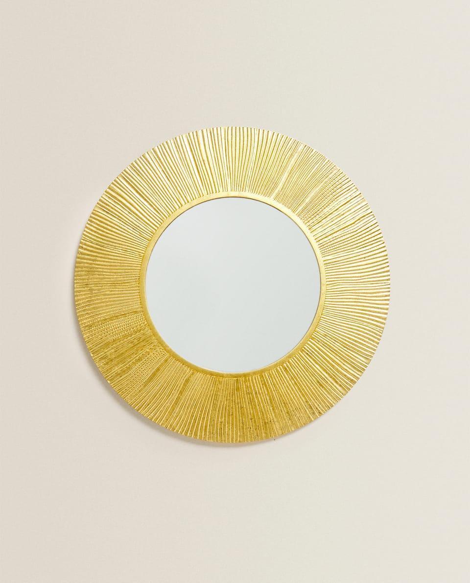 مرآة ذهبية على شكل الشمس
