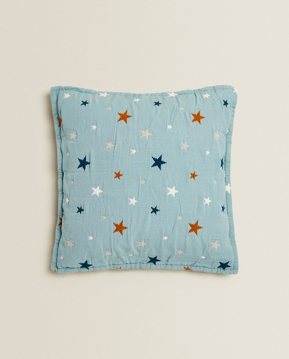 MULTICOLORED STAR PRINT THROW PILLOW