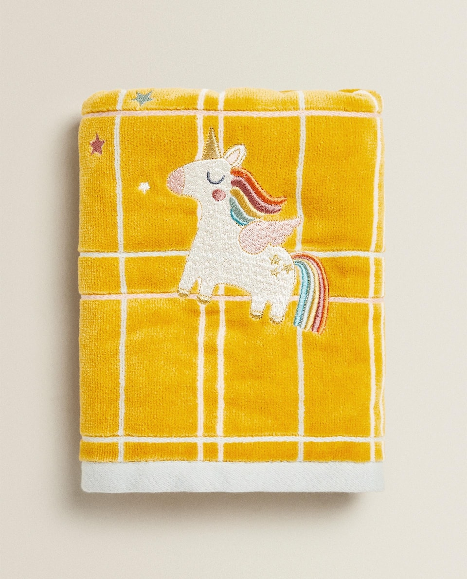 TOWEL WITH UNICORN