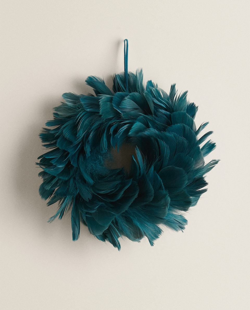 SMALL FEATHER WREATH