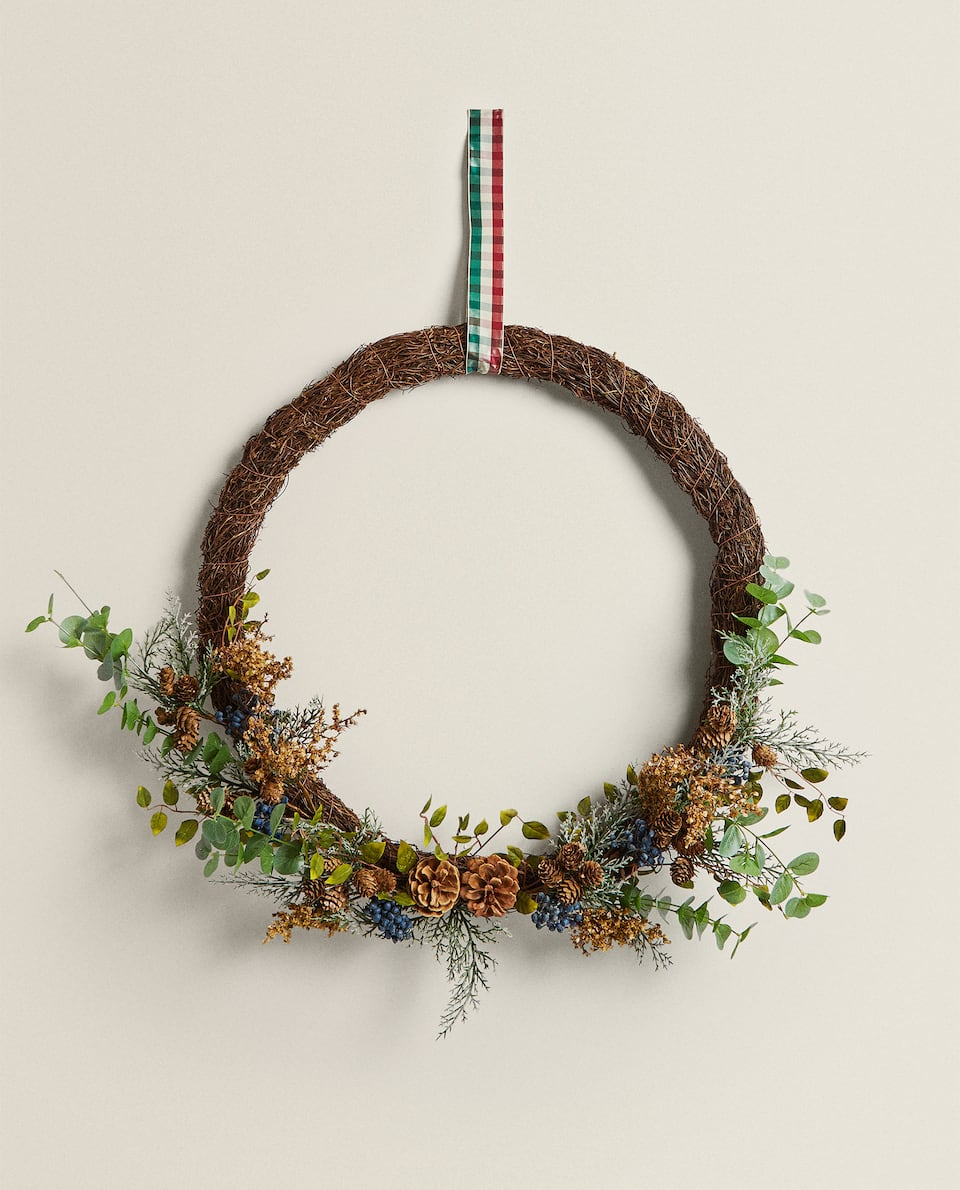 CHRISTMAS LEAVES WREATH