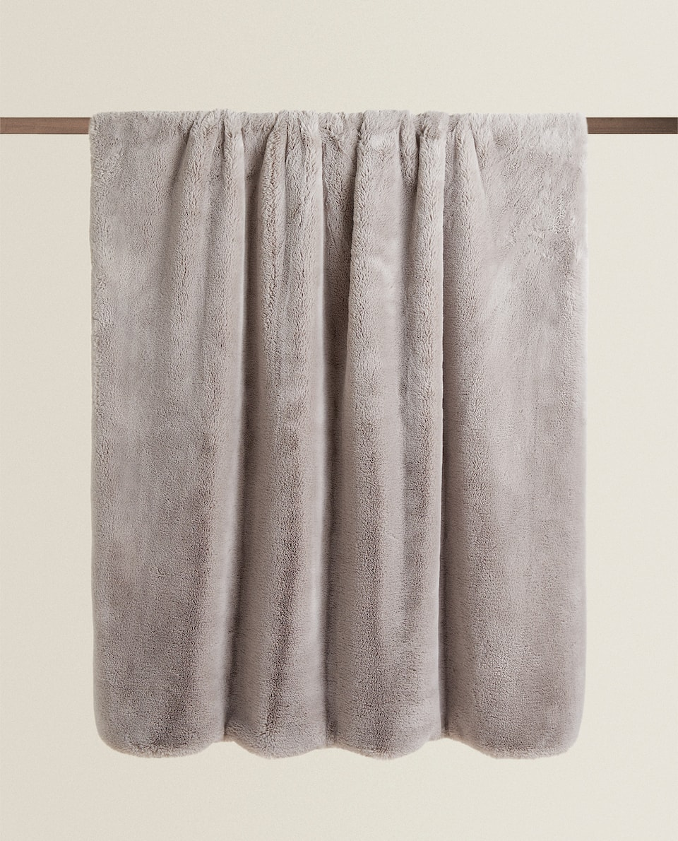 PLAIN FAUX FUR BLANKET