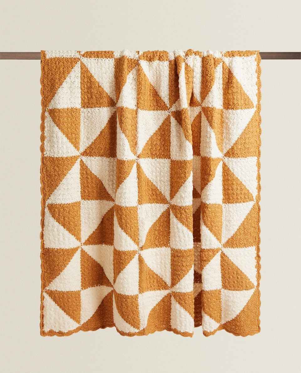 CONTRAST KNITTED BLANKET